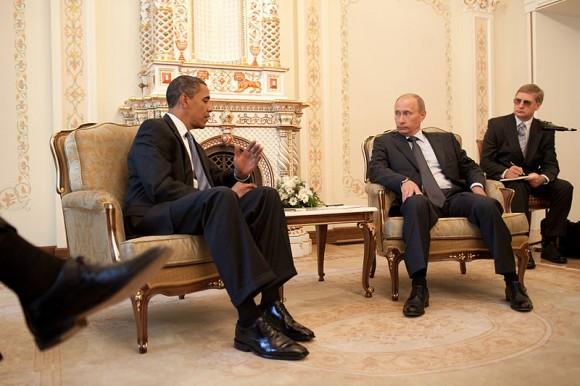 800px-Barack_Obama_&_Vladimir_Putin_at_Putin's_dacha_2009-07-07